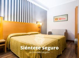 Hotel Lyon, hotel near Opium Club, Barcelona