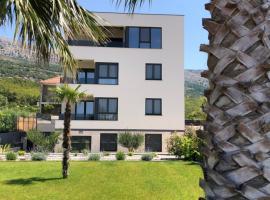 Apartments Villa 19, luxury hotel in Podstrana