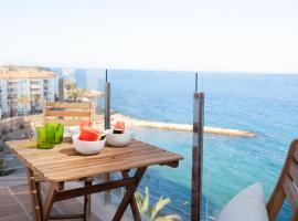 La Cala Beach Deluxe Apartments, hotel a l'Ametlla de Mar
