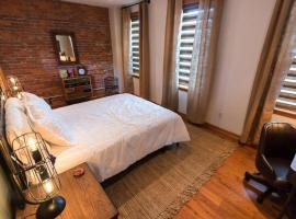 P.H. Carnegie 1BR Apartment, apartment in Pittsburgh