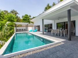 Villa Nirvana 3 Br, 500m from the beach, Hotel mit Pools in Ko Samui