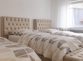 Neue moderne Zweizimmerwohnung inklusive WLAN und Netflix, budget hotel in Essen