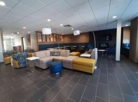 Microtel Inn & Suites by Wyndham Loveland, hotel in Loveland