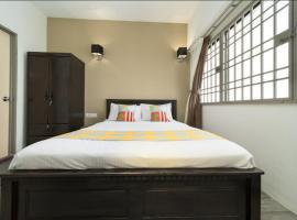Batu Ferringhi AMAZING Sea View 2104, apartment in Batu Ferringhi
