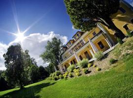 Kastiel Lucivna, hotel near Strbske Pleso Lake, Lučivná