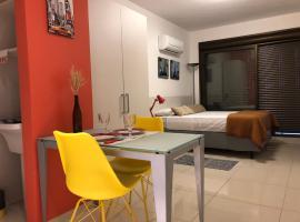 Apartamento Perfeito Casemiro, 199 - RETIRADA DAS CHAVES MEDIANTE AGENDAMENTO COM UMA HORA DE ANTECEDÊNCIA COM ANDREIA OU LUIS, pet-friendly hotel in Porto Alegre