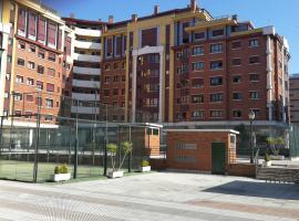 Los Prados - HUCA Oviedo - Parking gratuito, hotel near Central University Hospital of Asturias, Oviedo