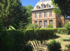 Château de La prade, hotel with jacuzzis in Narbonne