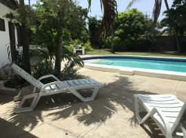 Reef Winds Villa, accessible hotel in Runaway Bay