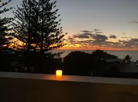 Luxury Beachside Apartment, hotel in Sunshine Beach