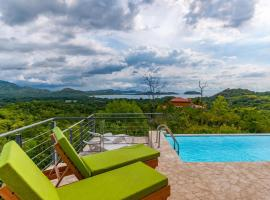 Casa Ojo D Aguila - Ocean and Mountain View Home, hotel in Guanacaste