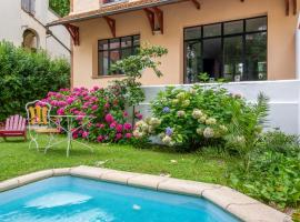 Charming 30's town house with swimming pool close to Central Toulouse, maison de vacances à Toulouse