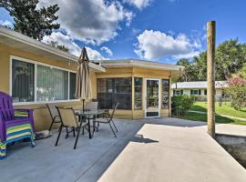Riverfront Home with Private Dock, Fire Pit!, villa in Homosassa