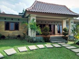 villa AMX, pet-friendly hotel in Bogor