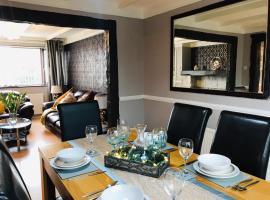 Luxury Open Plan 3 Bed Townhouse, hotel near Knightly's Fun Park, Abergele