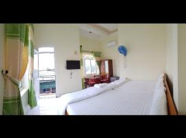 KHÁCH SẠN HOÀNG GIA LÝ SƠN, hotel in Quang Ngai