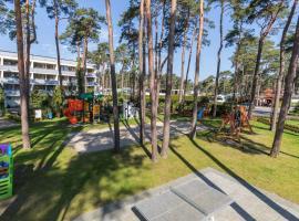 Centrum Wypoczynku i Rehabilitacji Jantar, hotel with jacuzzis in Dziwnówek