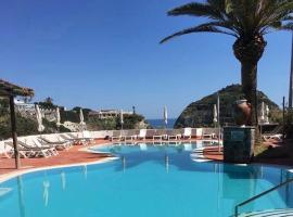 Tropical Holiday Resort, apartment in Ischia