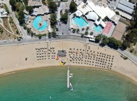 Far Out Beach Club Resort & Camping, glamping site in Mylopotas