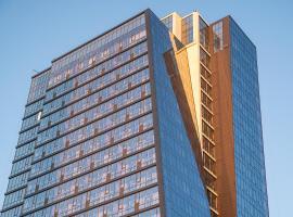 Роскошные люкс апартаменты в небоскрёбе Prime House 12 этаж Прайм Хаус, hotel with jacuzzis in Novosibirsk