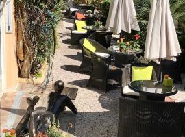 Idéal Séjour - Hôtel de Charme et Atypique, family hotel in Cannes