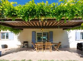 Holiday house in Cap d'Antibes with garden close to the sea, hotel with jacuzzis in Antibes