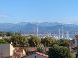 Beautiful Loft Style Apt with Mountain & Sea Views, budget hotel in Antibes