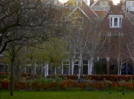 Bed & Breakfast Maria, hotel near Plaswijckpark, Rotterdam