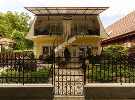 Bella Villa, hotel a siófoki vasútállomás környékén Siófokon