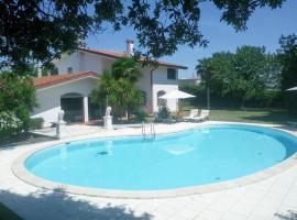 Luxus Villa, hotel v destinaci Bevazzana