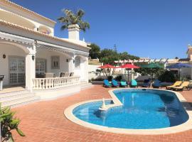Villa privée vue mer, Corniche do Cerro Grande, pour des vacances exclusives, villa in Albufeira