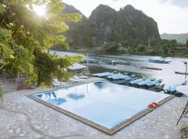 Jade Hotel, hotel in Phong Nha