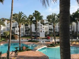 Apartment La Perla by the sea - Costalita - Estepona, Marbella, Puerto Banus, hotell i Estepona