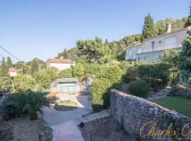 Villa Clara for 7 on the heights of Mont Saint-Clair, holiday home in Sète