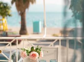 Sugar Blue - Apartment on the beach, hotel in Áyios Vasílios
