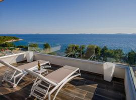 Exclusive Seaside Dream Apartments, hotel in Murter