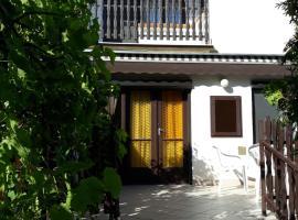 Retrovilla, villa in Balatonkenese