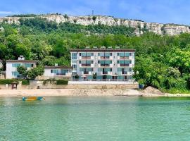 Hotel Oasis, отель в Балчике