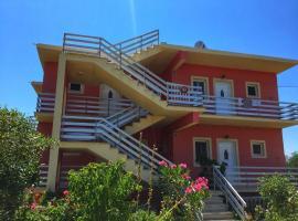 Alexandra apartments , rosa house, hotel in Arillas