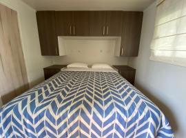 Casa Caravanas, hotel with pools in Paracas