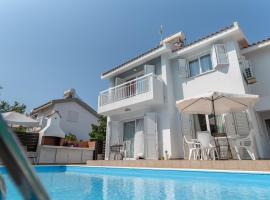 Sun & Sand Private Villa with on demand heated pool, hotel near Protaras Ocean Aquarium, Protaras
