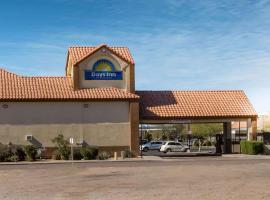 Days Inn by Wyndham Phoenix North, hotel in Deer Valley, Phoenix