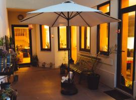 House with 5 bedrooms in Porto with wonderful city view enclosed garden and WiFi 5 km from the beach, villa à Porto