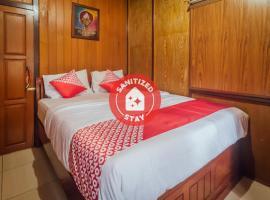 OYO 1300 Crecia Guest House, hotel di Ambon