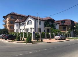 Гостевой дом Ксенофонт и Мария, hotel with pools in Vityazevo