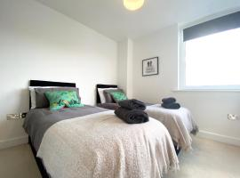 !FREE PARKING with BALCONY! - Ocean Views Apartment - 4 single beds or 2 doubles, apartment in Southampton