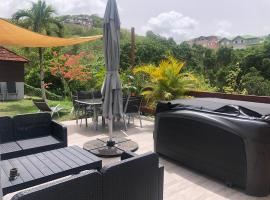 Superbe bas de villa T3 Alpinia, spa hotel in Les Trois-Îlets
