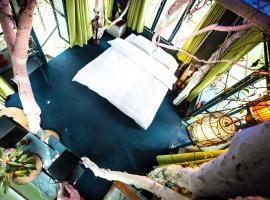 Đào Anh Khánh Tree House Homestay, nhà nghỉ B&B ở Hà Nội