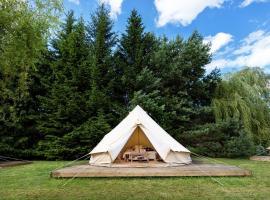 Luxury Camping - GLAMM, glamping site in Aukštadvaris
