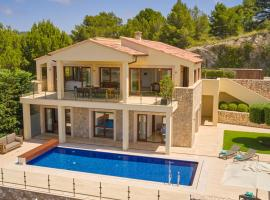 Villa Opal by Cap Vermell Estate, hotel with jacuzzis in Canyamel